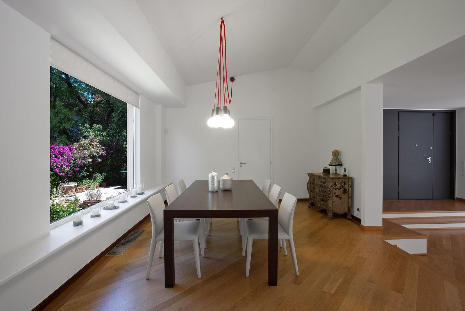 Dining room decoration - The Simply Elegant Villa