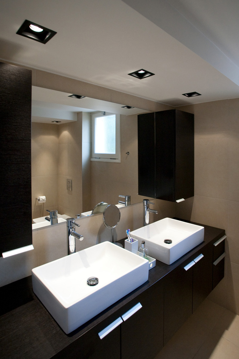 Bathroom design - The brown Residence