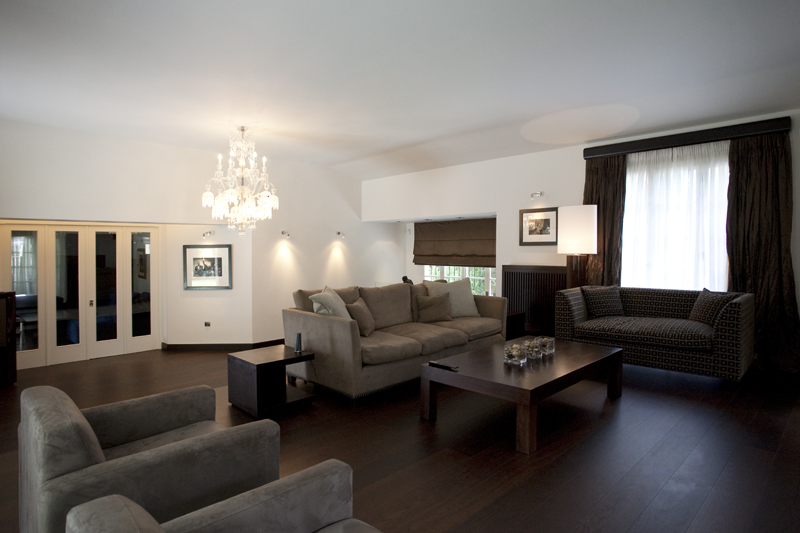 Luxurious living room - The brown Residence