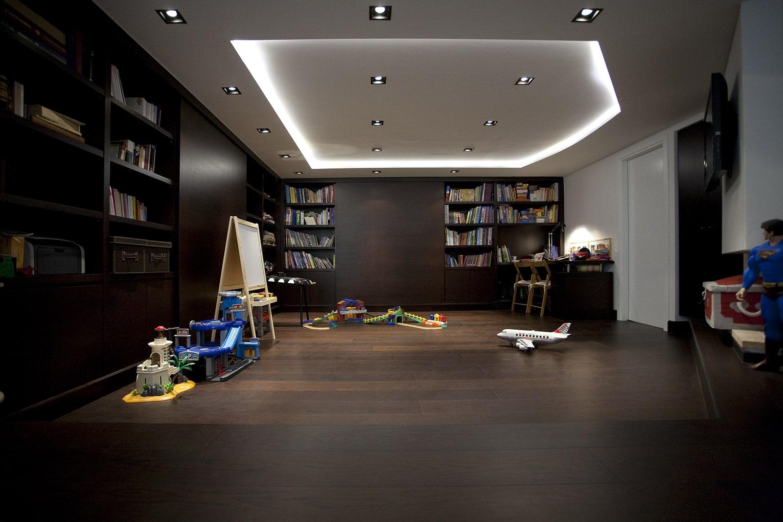 Modern living room - The brown Residence